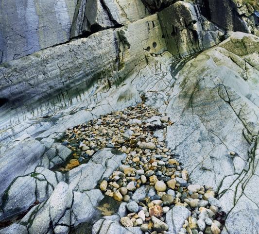 Porth Meudwy Rocks, Magenta